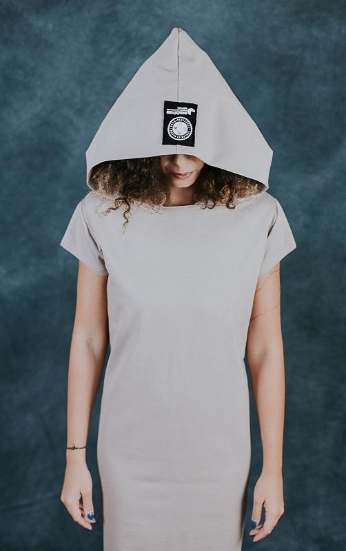 Béžové šaty s krátkym rukávem