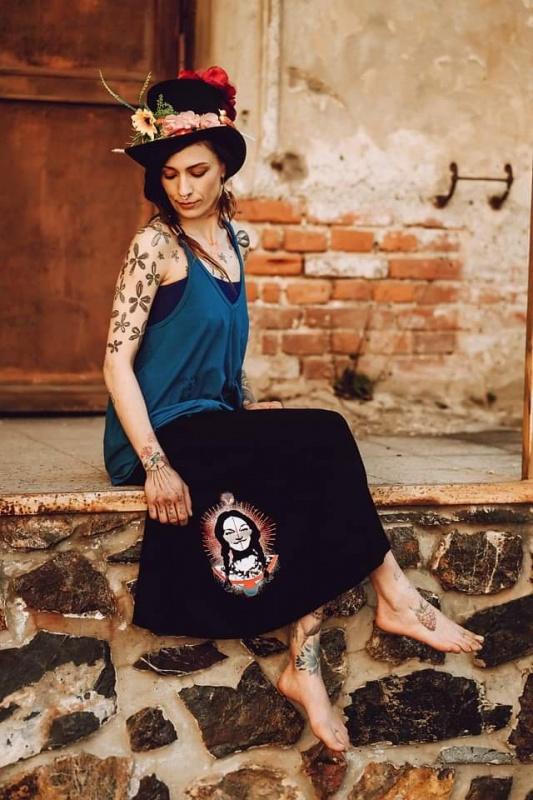 Dlouhá sukně s mini sukní s motivem