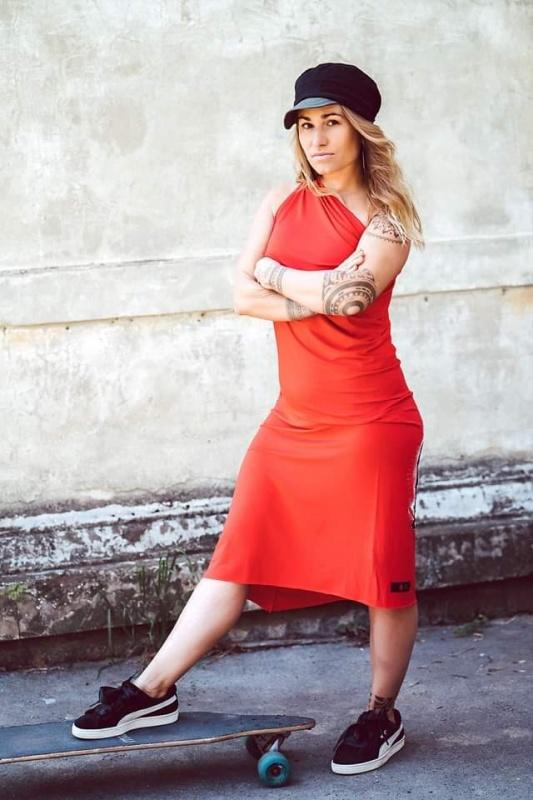 Variabilní šaty bez motivu červené
